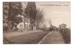 MAYENNE  /  LA  SELLE  CRAONNAISE  /  LA  GARE  ( Arrivée D'un Train, Locomotive à Vapeur Et Chef De Gare ) - Altri Comuni