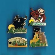 4 PIN'S  //   ** FÊTES DE LA MADELEINE ** 92 / 93 / 94 ** MONT-de-MARSAN ** - Bullfight - Corrida