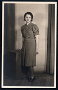 0151 - Alte Foto Ansichtskarte - Vintage Mode - Hübsche Junge Frau Kleid Frisur Schmuck - Pretty Women  TOP - Mode