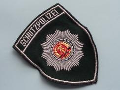 DDR SCHUTZPOLIZEI Badge / Insigne Voor Kledij ( Zie Foto's Voor Detail ) Indentificier / Identify Plaese !! - Polizei
