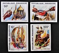 ARTISANAT 1979 - NON-DENTELES NEUFS ** - YT 895 + 897/98 + 902 - Rwanda