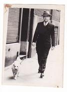 26053  Photo -homme Chien Piekouch, 1947 -  Belgique - - Personnes Anonymes