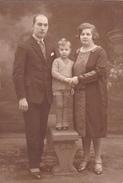 26056  Carte Photo -famille Couple Enfant  -  Belgique - 1929