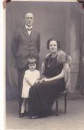 26058  2 Carte Photo -famille Couple Enfant -grand Parents ?  -  Belgique - Année 10 ? -studio Monu Bruxelles