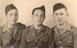 72Bv   Photo Militaires Soldats Photo Enryane à Cagnes Sur Mer - Uniformi