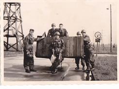 26089  Photo -regiment Belge 5 Ieme Genie Westhoven -  Belgique - Allemagne Cologne Koln- Manoeuvre Soldat - Guerre, Militaire