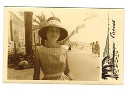 Photo Années 60 D'une Jeune-fille  Devant L'ancien Palais Des Festivals De CANNES - Photos