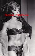 Reproduction D'une Photographie De Michèle Mercier En Bikini Satiné Sous Une Fourrure - Reproductions