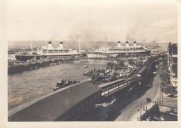 Hamburger Hafen Mit Kreuzfahrtschiffen,ungelaufen - Paquebots