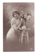 Jeune Femme Avec Bandeau Et Roses, Bonne Fete (17-293) - Femmes
