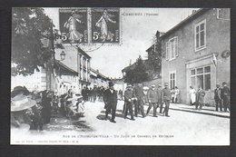 88   Corcieux / Rue De L'Hôtel De Ville / Un Jour De Conseil De Révision / Photo Reproduction (fond Neudin) - Corcieux