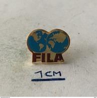 Badge (Pin) ZN004470 - Wrestling Federation / Association / Union FILA (Fédération Internationale Des Luttes Associées) - Wrestling