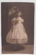 PHOTO ANCIENNE ANONYME / JEUNE FEMME EN JOILE ROBE ET OMBRELLE - Ancianas (antes De 1900)