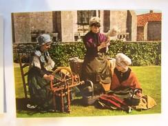 Cp0120 NON ECRITE  Les Fileuses  Chauvigny 86 Coiffes De Charron  Leignes Sur Fontaine Et De Chauvigny Rouet - Ante 1900