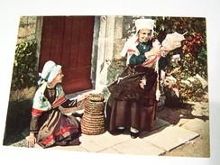 Cp0121 NON ECRITE  La Fileuse  Chauvigny 86 Coiffes De St Martin La Riviére Et De Salles En Toulon Chauvigny 86 - Ante 1900