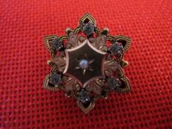 Très Jolie Broche En Forme D'étoile Finement Ciselée Avec Brillants Années 1940 1950 TBE - Broches