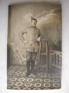CARTE PHOTO - Militaire Posant En Tenue (5è Sur Le Col) - 1915 - War 1914-18