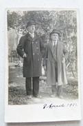 AVERSA (CASERTA) - FOTOGRAFIA DI DUE PERSONE IN PIEDI - VIAGGIATA 1922 - Aversa