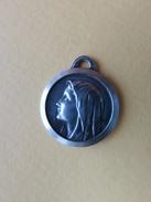 085 - Médaille - Vierge Marie - Lourdes - Métal Argent - Signée JB