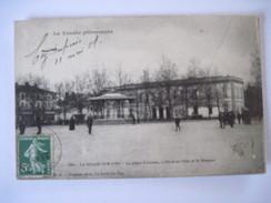 CPA   LA ROCHE-sur-YON  - La Place D'Armes , L'Hotel De Ville Et Le Kiosque   19.. T.B.E. - La Roche Sur Yon