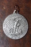 """Pendentif Médaille Religieuse Médaillon """"Saint Michel Terrassant Le Dragon""""  Religious Médal"""