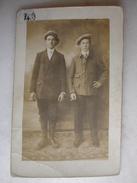 CARTE PHOTO - Couple D'hommes à La Cigarette - Hommes