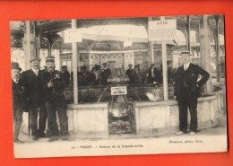 IAQ-03  Vichy Source De La Grande Grille, Gendarme, TRES ANIME.  Non Circulé. - Vichy