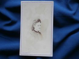 Photo CDV Ch. Allix à Avranches -  Portrait Jeune Femme Pensive, Bourgeoisie, Noblesse Second Empire Circa 1865 L301 - Fotos