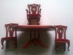 Meuble De Maison De Poupée - Table De Salon Et 3 Chaises - Autres Collections