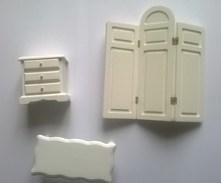 Meuble De Maison De Poupée - Petite Table Basse + Meuble 3 Tiroirs + Paravent - Autres Collections