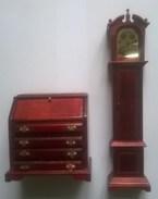 Meuble De Maison De Poupée - Secrétaire Et Une Comtoise - Autres Collections