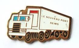Pin's LE NOUVEAU PORT - REIMS (51) - Le Camion Semi Remorque - G168 - Transports
