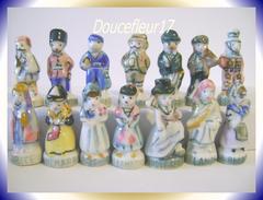 Personnages De L'Europe ...Lot De 26 Fèves = 13 Couples... Ref AFF : 1992 ..(Boite 1992) - Characters