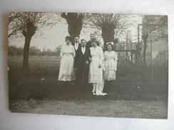CARTE PHOTO - Famille Posant Pour Une Photo De Mariage - Noces