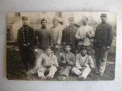 CARTE PHOTO - Militaires Posant En Tenue (22è Inscrit Sur Les Casquettes) - Regiments
