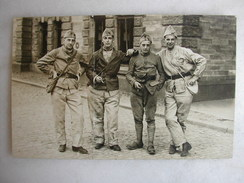 CARTE PHOTO - Militaires Posant En Tenue (158è Inscrit Sur Les Cols) - Regimientos