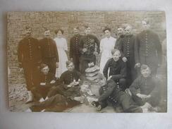 CARTE PHOTO - Militaires Posant En Tenue (148è Inscrit Sur Les Cols) - Regiments