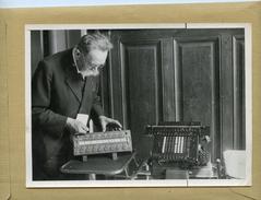 Guerre 39/45 - La France Sous Le Régime De Vichy . Exposition Des Instruments De Calcul.  Machine   De Blaise  PASCAL - War, Military