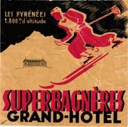 1Hotel Label Etiquette De Voyage Luggage Label Skifahren Ski France Grand Hotel SUPERBAGNERES  Les PYRENEES 11,8X11,8cm - Etiquetas De Hotel