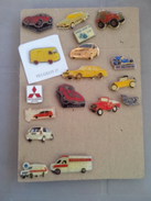 LOT DE 17  PIN´S PINS AMBULANCE RENAULT SUPER5 MITSUBISHI BERNARD MXT PEUGEOT J7 ELF CIVIC DORÉE GARAGE CARROSERIE AUTOS - Lotti