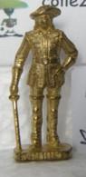 MONDOSORPRESA, KINDER FERRERO (SD11) MOSCHETTIERI N° 3 SCAME, 40mm, DORATO - Figurine In Metallo
