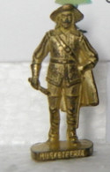 MONDOSORPRESA, KINDER FERRERO (SD15) MOSCHETTIERI N°43 SCAME, 40mm, DORATO - Figurine In Metallo