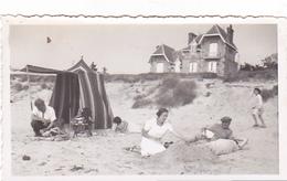 26109 Six 6 Photo Erquy (22 France ) -la Plage En 1936 -Rennes 35 Enfant Bidasse Villa Famille - Lieux