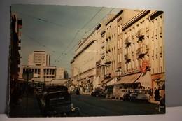 BREST  --- LA RUE DE SIAM  Et L'HOTEL DE VILLE  PLACE DE LA LIBERTE ( Pas De Reflet Sur L'original ) -2 Cv  CITROEN - Brest
