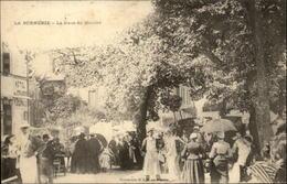 44 - LA BERNERIE-EN-RETZ - Place Du Marché - La Bernerie-en-Retz