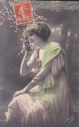 FANTAISIE---souvenir D'amitié---jeune Femme + Fleurs-----voir 2 Scans - Femmes