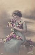 FANTAISIE----jeune Femme + Fleurs-----voir 2 Scans - Femmes