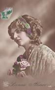 FANTAISIE----BONNE ANNEE-----jeune Femme + Fleurs-----voir 2 Scans - Femmes