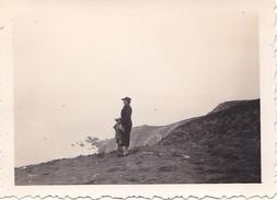 26125 Photo 29 Morgat Capd E La Chevre  France -Aout 1937- -Rennes 35 - Lieux