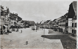 AARBERG → Belebter Dorfplatz Mit Oldtimer, Fotokarte Ca.1935 - BE Berne